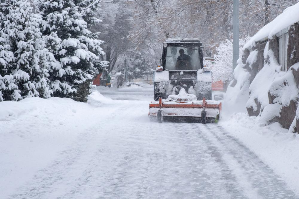 Mit dem Traktor gegen Schnee und Eis - Landwirte im Winterdienst