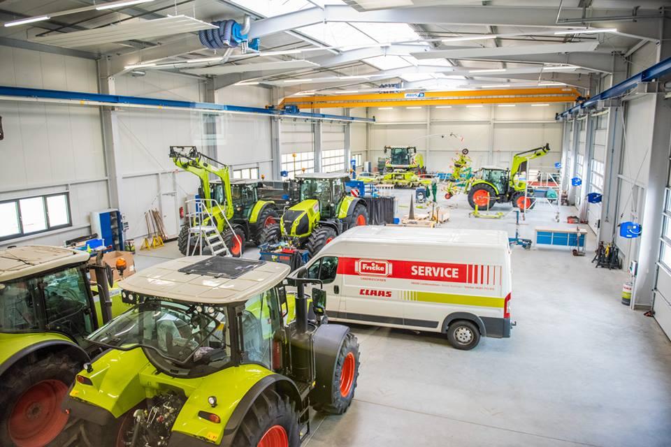 Das Team von Fricke Landmaschinen hat die neuen Büros und die moderne Werkstatt bezogen